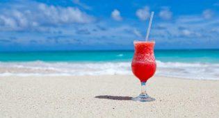 Frullati e smoothies vegan tropicali: 7 ricette per voi