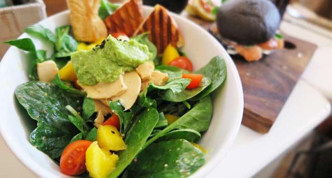 insalata spinaci e avocado