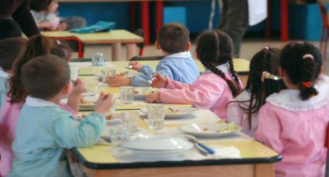 bambini scuola mensa