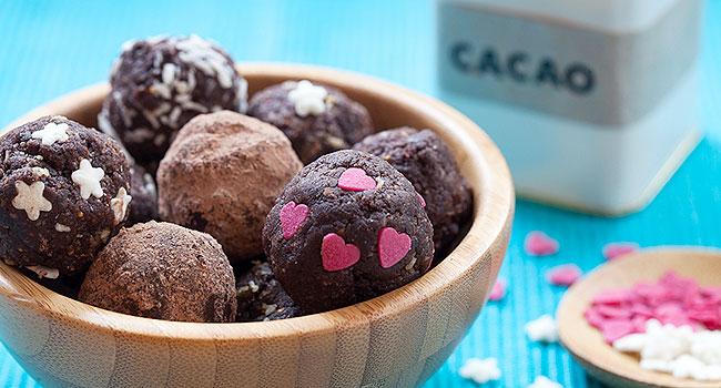 Bocconcini crudisti cacao e fichi - ©Vegolosi.it