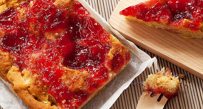 Crostata vegana di mele, succo di arancia e lamponi - ©Vegolosi.it