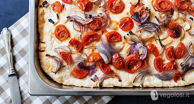 Focaccia cipolle e pomodorini