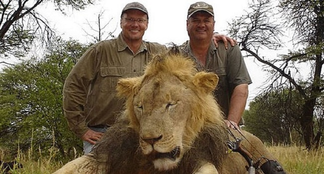 Walter Palmer, il dentista americano che avrebbe ucciso il leone Cecil in Zimbabwe