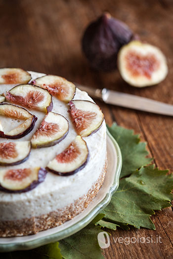 Cheesecake vegana allo yogurt e fichi