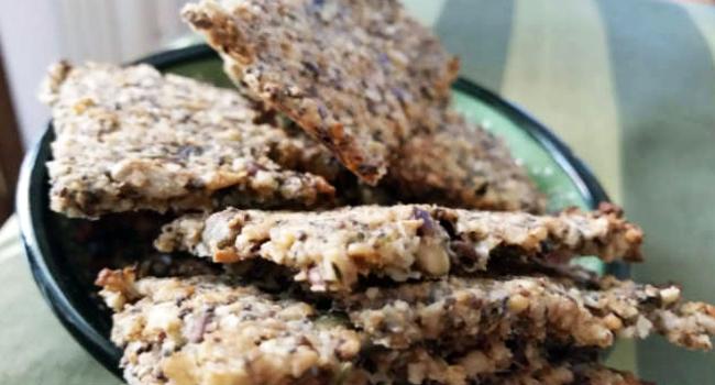 Crackers con semi di chia senza farina