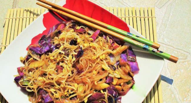 Spaghetti-di-soia-con-verdure-e-germogli-di-soia-2-1024x768