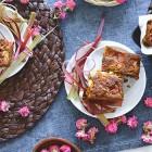 Torta vegana morbida con mandorle e rose