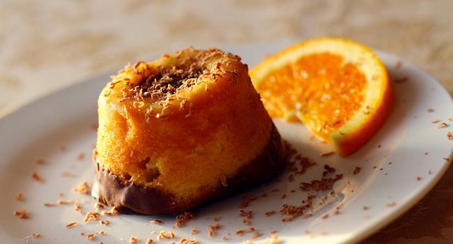 Tortini di pan di spagna all'arancia e cioccolato