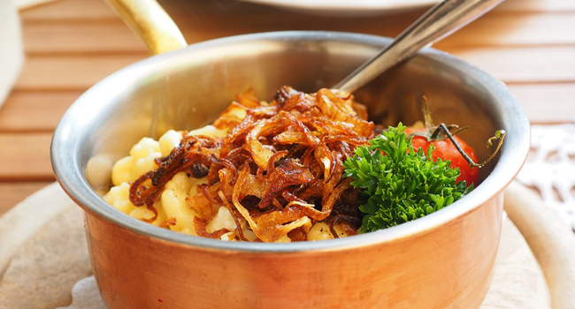 gnocchi di patate con cipolle croccanti e curry