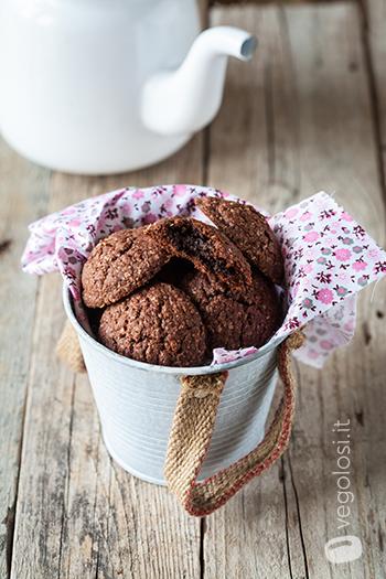 Biscotti vegan con ripieno al cioccolato