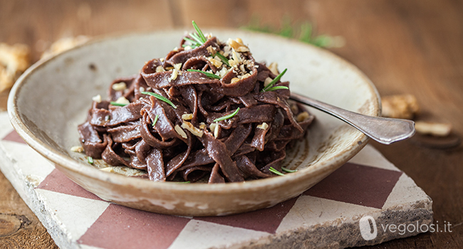 pasta cacao rosmarino aglio noci