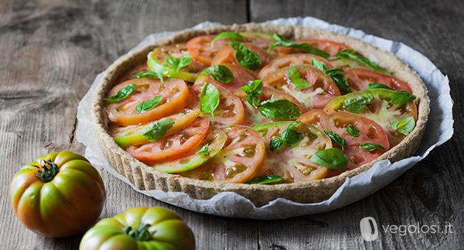 Crostata salata vegana con cannellini e pomodoro
