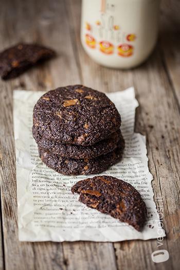 Cookies al cacao e cioccolato bianco vegan