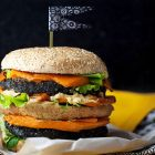 Burger vegano al carbone vegetale