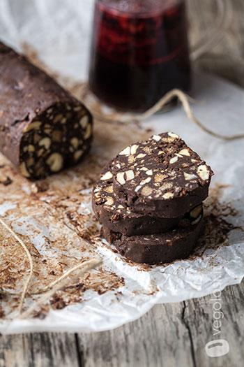 Salame di cioccolato al rum e anacardi