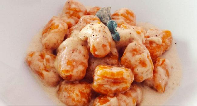 Ricette Con Zucca Hokkaido.Gnocchi Di Zucca Hokkaido Al Pesto Di Noci Vegblogger Vegolosi It