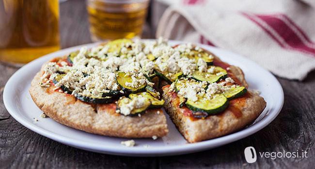 Pizza vegana in padella con zucchine e tofu
