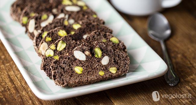 Biscotti secchi vegani al cioccolato con pistacchi