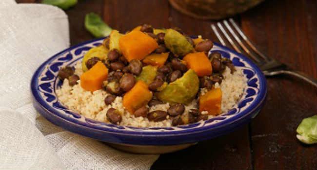 Cous-cous-al-curry-con-zucca-cavoletti-e-fagioli-neri1