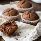Muffin vegani al cioccolato e frutta candita