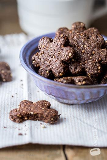 Biscotti vegani con quinoa e cioccolato