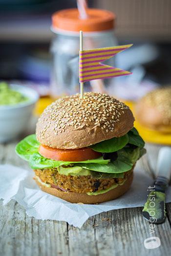 Burger vegani di bulgur e pomodoro