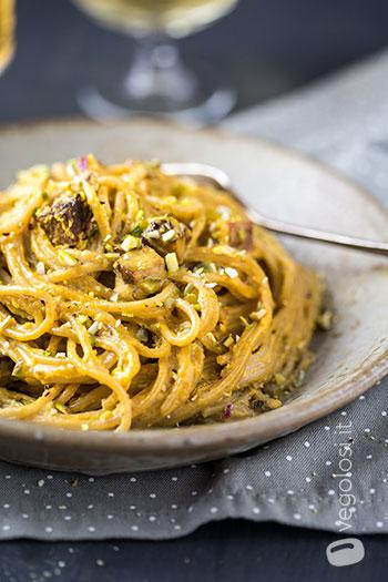 Spaghetti integrali con tofu affumicato e crema di zucca