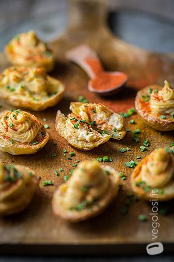 Patate novelle ripiene di crema di ceci alla paprika