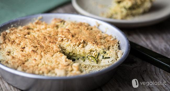 Sbrisolona salata vegana con zucchine