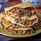 Crepes vegan al pomodoro con lenticchie al garam masala