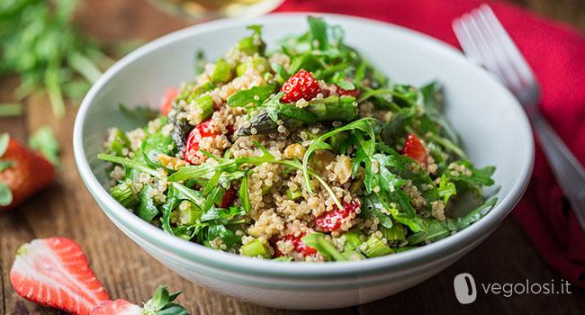 insalata asparagi quinoa fragole