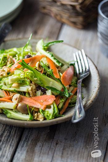 Insalata di puntarelle olive carote e nocciole