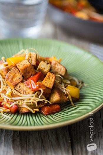 tofu in padella peperoni germogli di soia