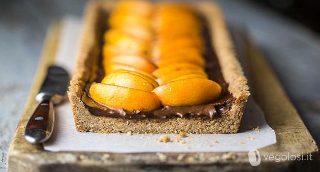 Crostata con cioccolato e nespole