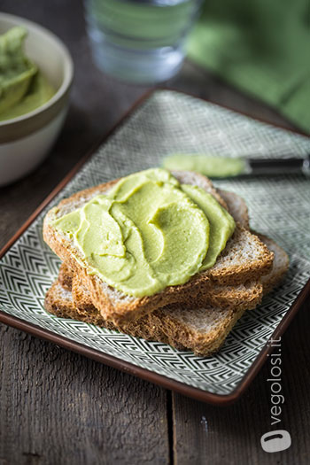 hummus con avocado e lime