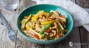 Pasta fredda con verdure, limone, zenzero e semi di papavero