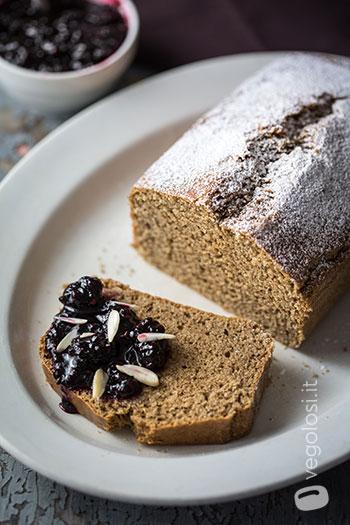 Plumcake alla vaniglia con composta di more