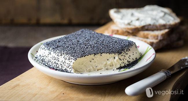 Formaggio vegan spalmabile di tofu, anacardi e tahin
