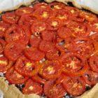 torta salata vegana pomodori e olive kalamata