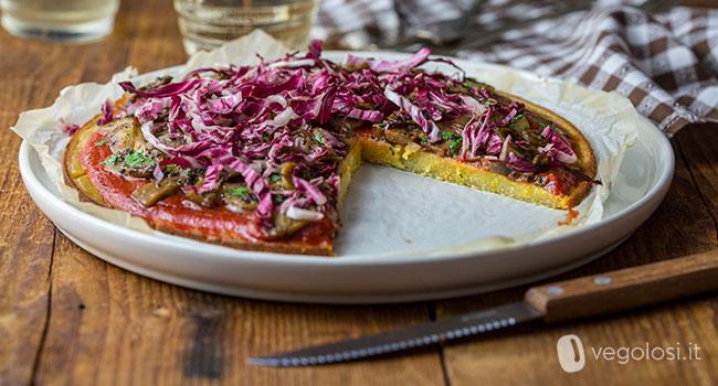 Pizza di quinoa ai funghi e radicchio rosso