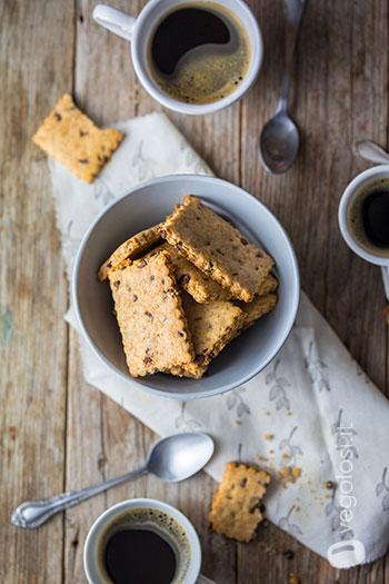 Biscotti vegan allo zenzero e gocce di cioccolato