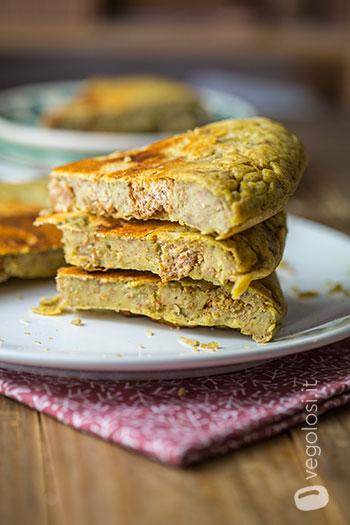 Frittata di ceci con pane e pesto di basilico vegan