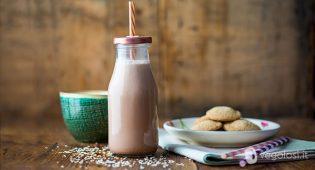 Latte di sesamo fatto in casa al cacao
