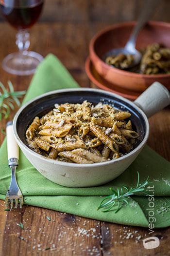 Pasta al pesto di rosmarino e semi di girasole