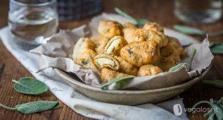 Involtini di salvia fritti ripieni di crema alle patate