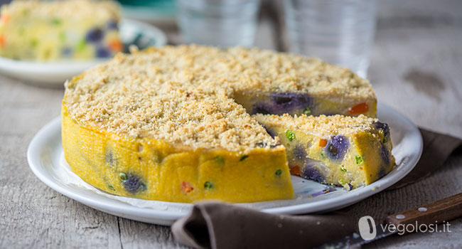 Torta di polenta salata con verdure miste