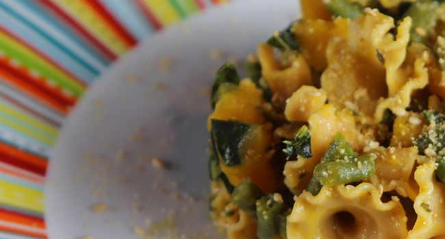 pasta di legumi con cavolo nero, zucca e fagiolini