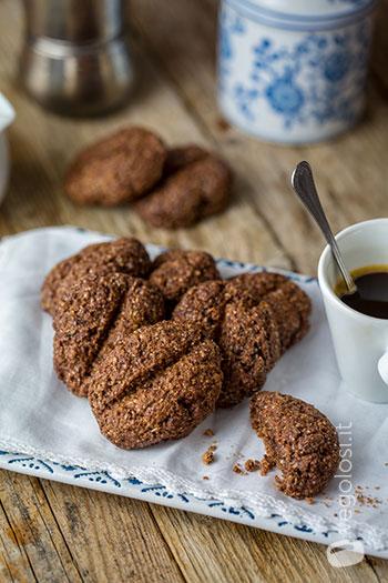 Biscotti vegan a forma di chicco di caffè