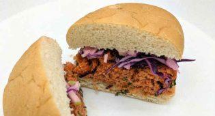 """USA: dopo la """"carne vegana"""" arriva il burger che sa di salmone, ma è a base di muffe"""