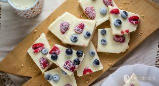Barrette di frozen yogurt vegane ai frutti di bosco
